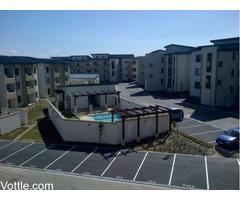 Specious Two Bedroom Stylish Apartment Pool Gym Braai Luandry Mode De Vie Burgundy Estate