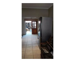 Leeupoort Lieflike dubbelverdiepinghuis met jacuzzi te huur naby Thabazimbi Limpopo SA